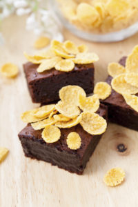 Chocolate-brownies-with-corn-flakes-000073620845_Full