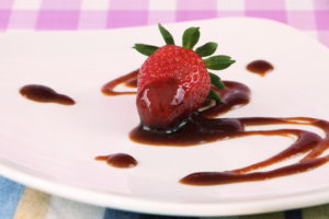 strawberry-sauce-000014943886_full